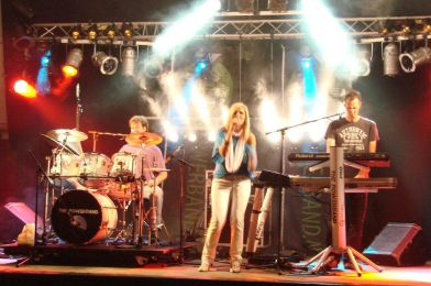 The Powerband in de grote tent